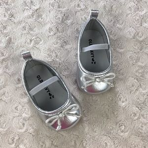 Old Navy Baby Girl Shoes Silver Ballet Flat Bow